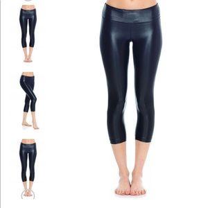 Koral Activewear Lustrous Capri Legging size Small
